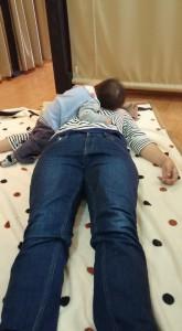 床で施術5
